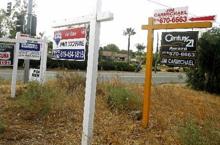Les promesses de vente de logements ont légèrement reculé en février après un...