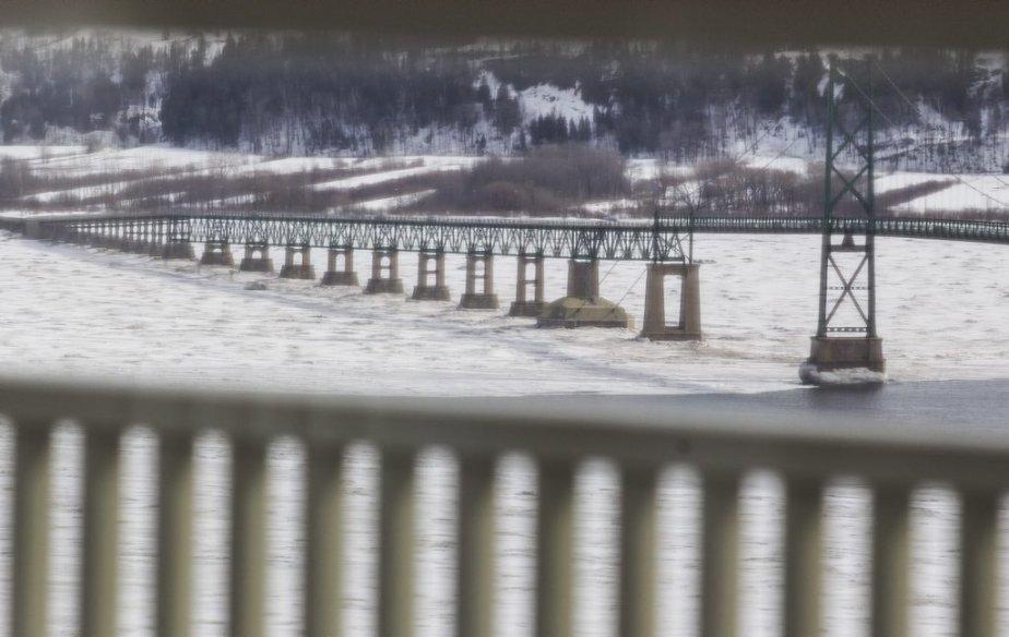Le pont de l'île d'Orléans (Photo Olivier Pontbriand, La Presse)