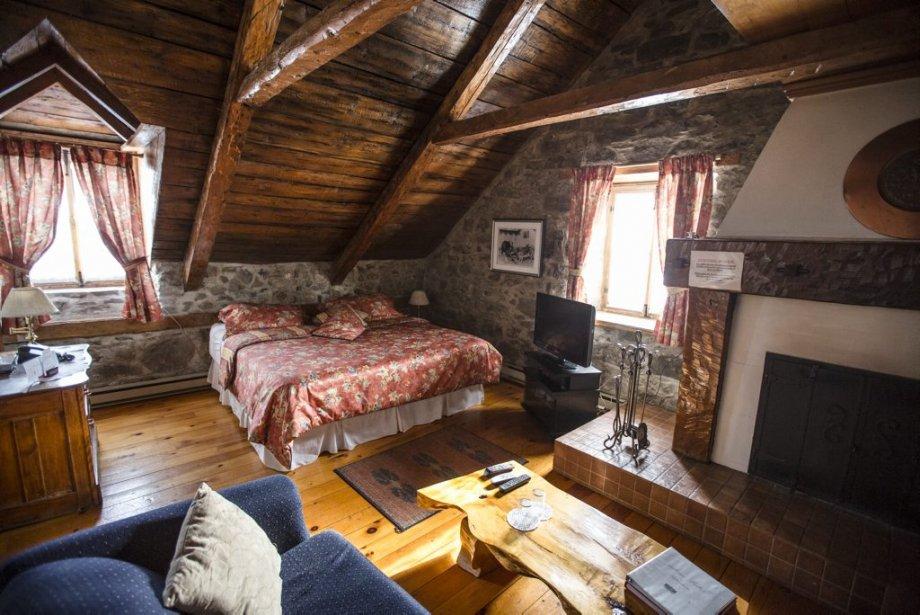 'Auberge Baker est une auberge au charme vieillot, logée dans une maison presque deux fois centenaire, qui cache de belles chambres sous les combles. Murs de pierre ou de bois, poutrelles au plafond et antiquités à foison. (Photo Olivier Pontbriand, La Presse)