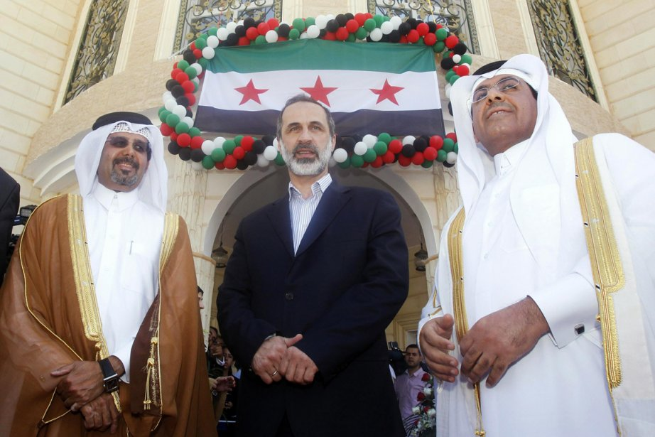 Le chef démissionnaire de la coalition nationale syrienne,... (PHOTO MOHAMMED DABBOUS, REUTERS)