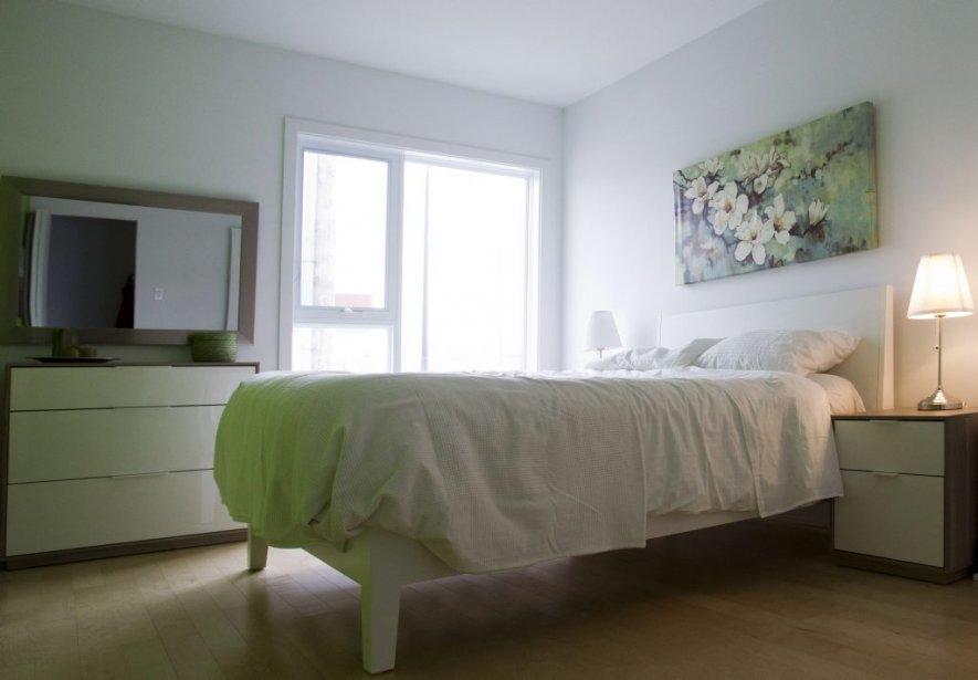 La chambre principale, spacieuse, est dotée d'une vaste penderie de style walk-in. | 27 mars 2013