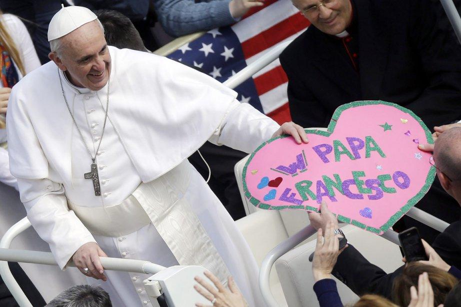 Le pape François sur la place Saint-Pierre, le... (PHOTO GREGORIO BORGIA, AP)