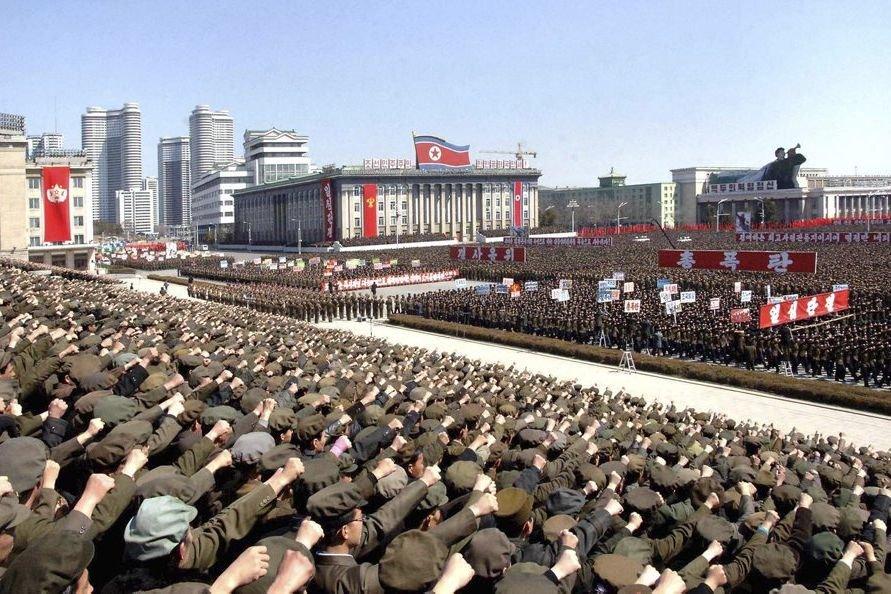 Le rassemblement sur la place Kim Il-Sung a... (PHOTO KCNA/REUTERS)