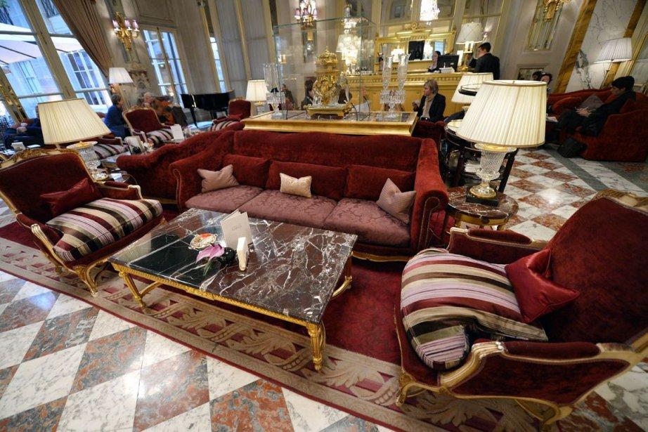 Dans l'ambiance feutrée de l'Hôtel de Crillon, l'un des plus prestigieux hôtels...
