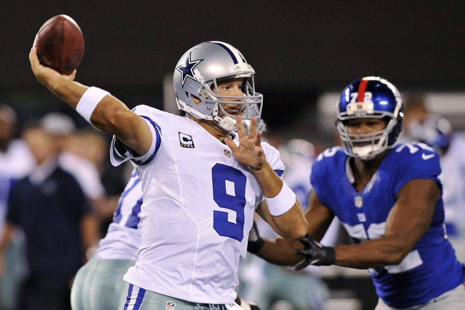 Tony Romo... (PHOTO BILL KOSTROUN, AP)