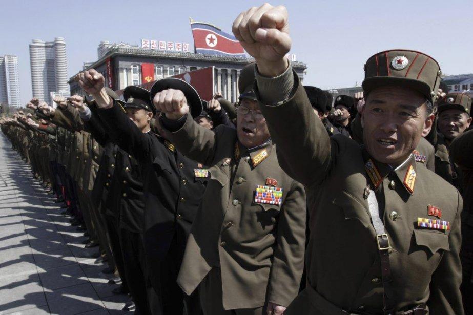 Des soldats nord-coréens ont défilé à Pyongyang, vendredi,... (Photo Jon Chol Jin, AP)