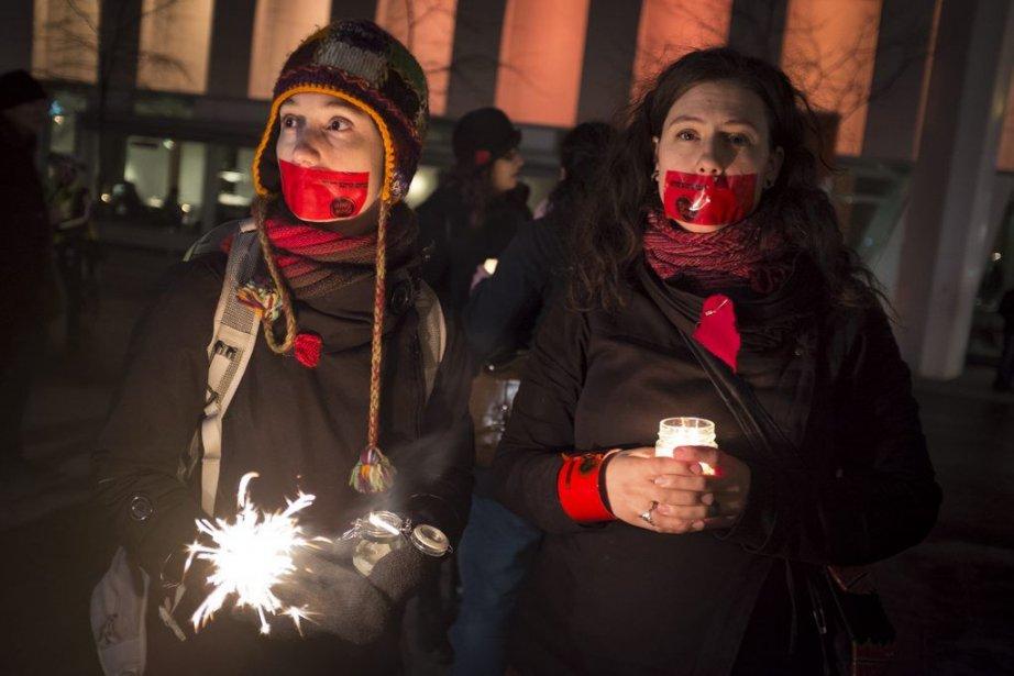 Environ 200 personnes se sont rassemblées sur la Place des Festivals, vendredi...
