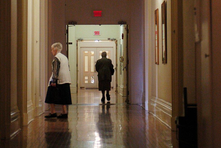 Des soeurs vaquent à leurs occupations dans les... (Photo: Alain Roberge, La Presse)