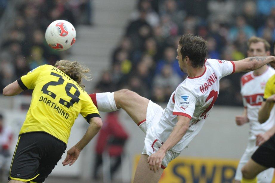 Marcel Schmelzer a quitté la pelouse de Stuttgart... (Photo : Thomas Kienzle, AFP)
