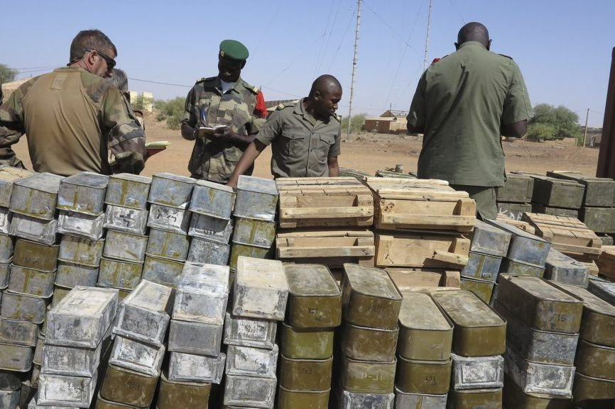 Des tonnes d'armes ont été saisies dans les... (Photo Dorothee Thienot, AFP)