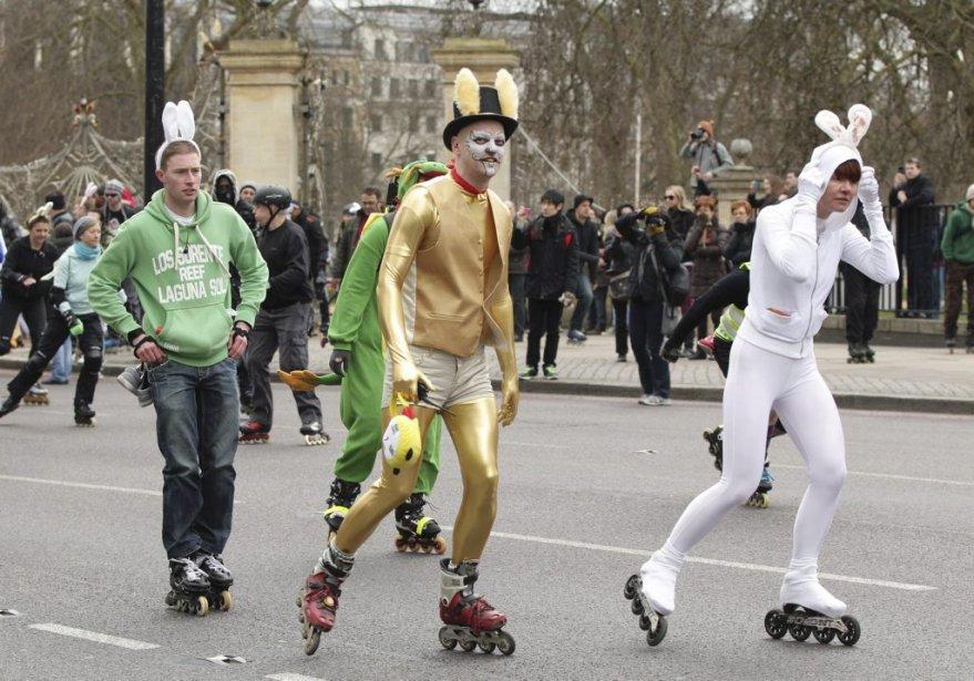 Des gens -et des lapins- participent à un événement caritatif pour Pâques qui se déroule à Londres. | 31 mars 2013