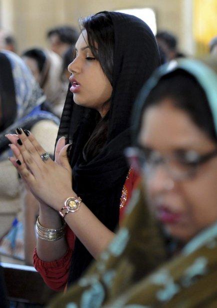 Des Pakistanais chrétiens prient dans une église de Karachi. | 31 mars 2013