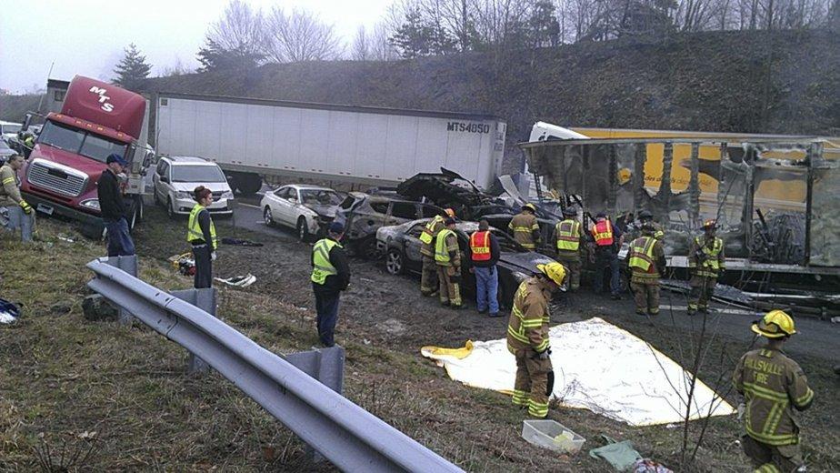 Dix-sept collisions se sont produites aux environs de... (PHOTO FOURNIE PAR WXII12-TV)