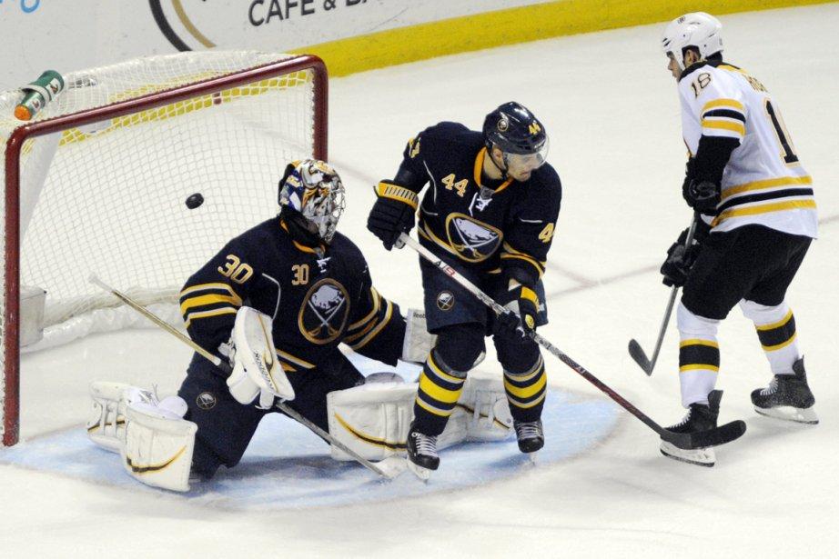 Nathan Horton (à droite), des Bruins, a déjoué... (Photo Gary Wiepert, AP)