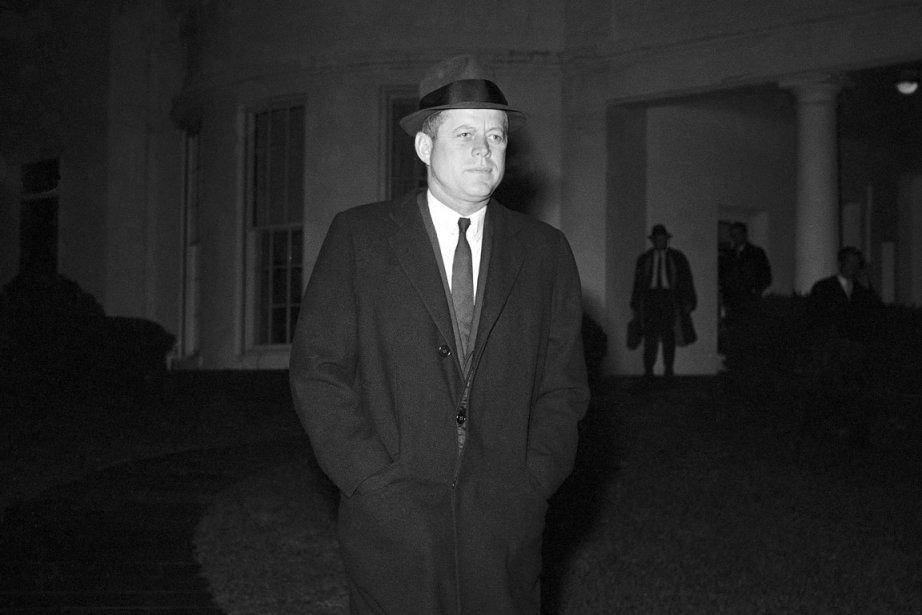 Le président John F. Kennedy devant la Maison-Blanche... (PHOTO AP/WSJ)