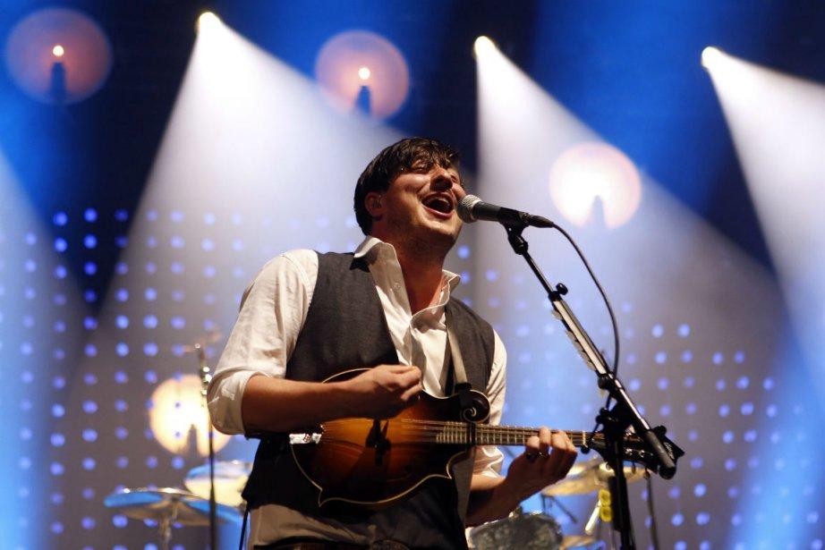 Marcus Mumford, le chanteur du groupe Mumford &... (Photo : Jason DeCrow, archives AP)