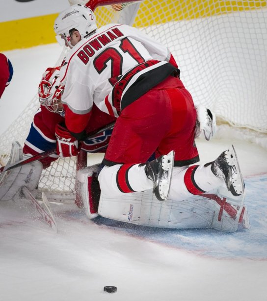 Carey Price frustre Drayson Bowman. (PHOTO ANDRE PICHETTE, LA PRESSE)