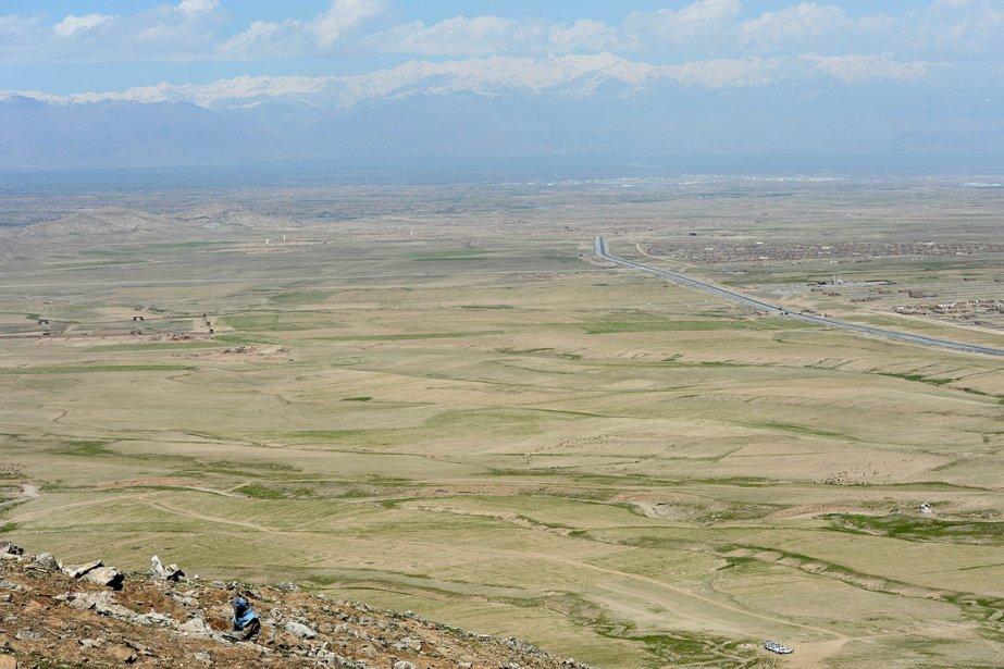 La colline de Sangaw, où travaille en ce moment Haji Abdul Samad, salarié du DDG (Groupe de déminage danois), a ainsi servi de position avancée aux soldats russes, qui se sont protégés des attaques ennemies en établissant méticuleusement plusieurs ceintures de mines. | 3 avril 2013