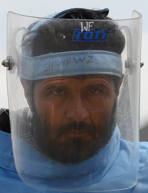 Le nettoyage des mines, qui emploie 12000 démineurs, est sans conteste l'une des plus grandes réussites de la communauté internationale en Afghanistan. | 3 avril 2013