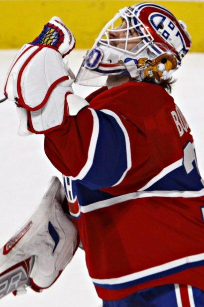 Peter Budaj (30) lève le regard au ciel après la victoire des Canadiens. | 4 avril 2013