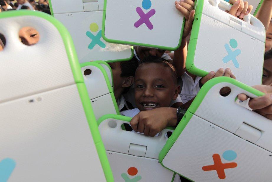 Une fillette sourit pour la caméra après avoir reçu un ordinateur portable à Managua au Nicaragua. | 5 avril 2013