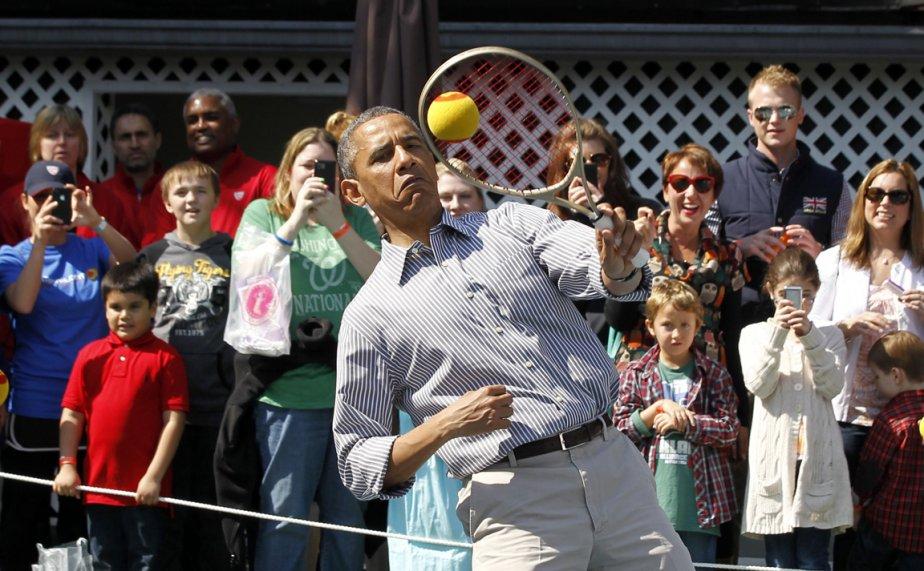 Le président Barack Obama joue au Tennis lors des festivités de Pâques dans les jardins de la Maison-Blanche | 5 avril 2013