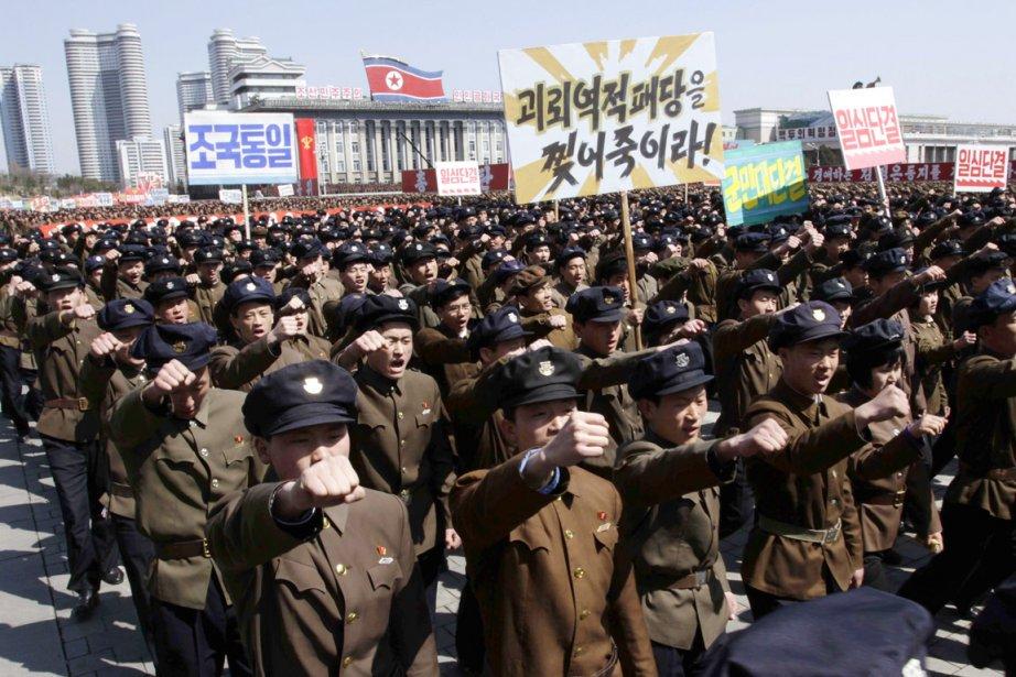 Des dizaines de milliers de Nord-Coréens se sont... (PHOTO JON CHOL JIN, ARCHIVES AP)