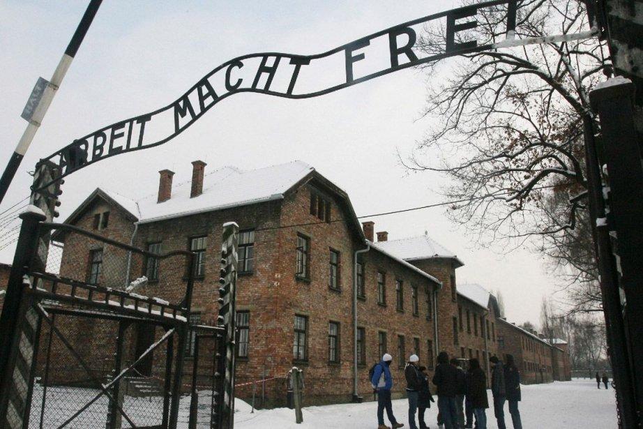 L'entrée du camp d'Auschwitz-Birkenau... (Photo AP)