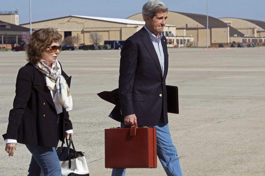 Le secrétaire d'État américain John Kerryet sa femme,... (Photo Paul J. Richards, REUTERS)