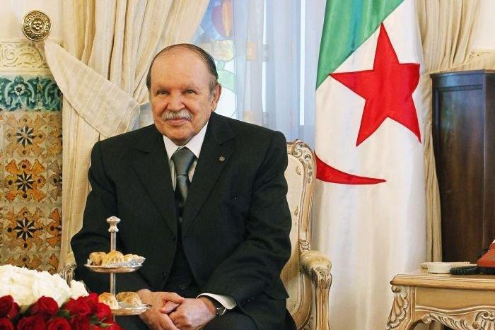 Relevant que le dossier de candidature de Bouteflika... (Photo Reuters)
