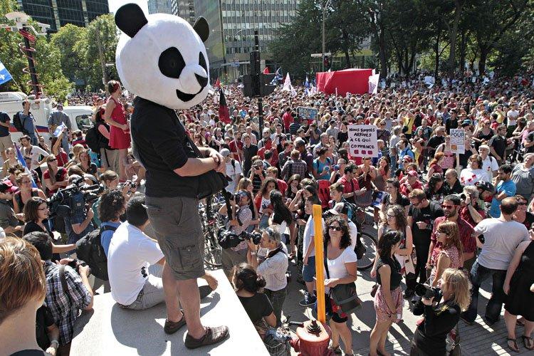 Anarchopanda en costume partiel lors de la marche... (Photo: Patrick Sanfaçon, archives La Presse)