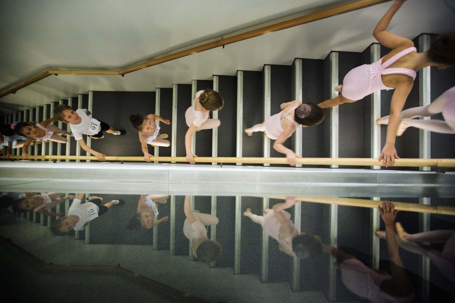 Les jeunes danseurs et danseuses en route pour leur audition.... | 2013-04-09 00:00:00.000