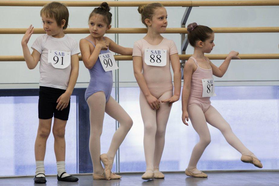 De gauche à droite, Aims Smit, Robin Slattery, Ella Silver-Lewis, et Chloe Romanov attendent leur tour. | 9 avril 2013