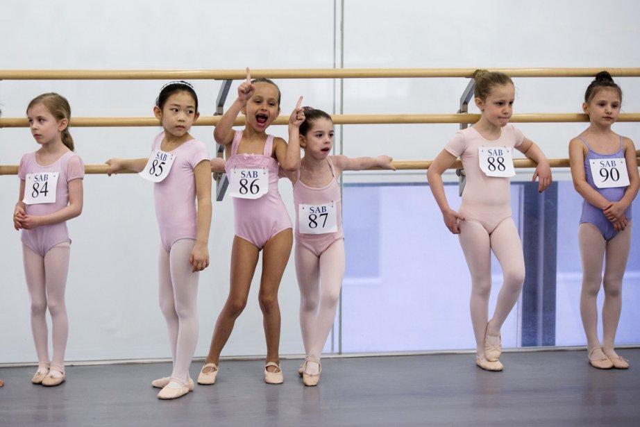 Alexa Nanes, Yumi Park, Giselle Redmond, Chloe Tomanow, Ella Silver-Lewis, et Robin Slattery s'amusent en attendant leurs évaluations. | 9 avril 2013