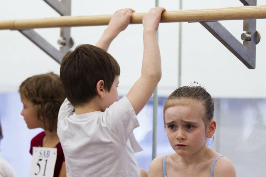 La petite Amanda Franklin (à droite) attend nerveusement son tour. | 9 avril 2013
