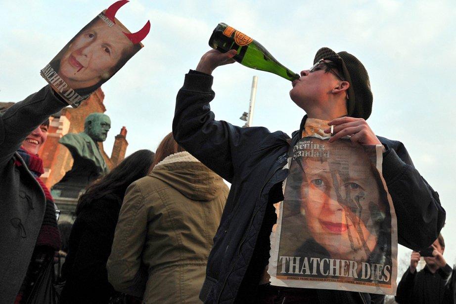 Des Britanniques se sont rassemblés lundi à Londres... (Photo: AFP)
