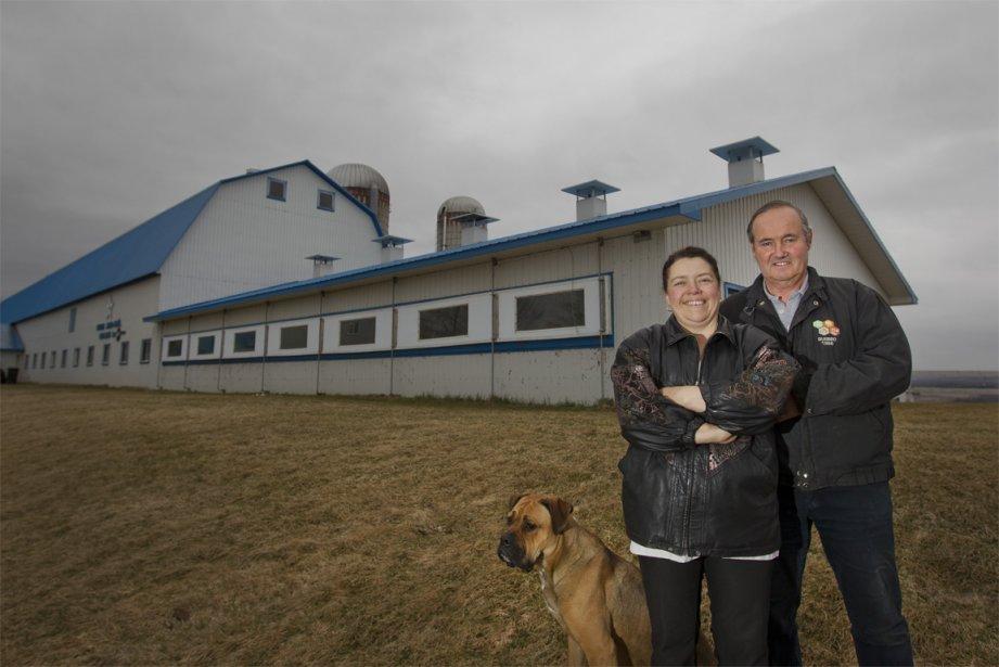 Les visiteurs des écomusées peuvent voir des artisans à l'oeuvre, comme Diane et Jean-Noël Groleau, de la beurrerie du patrimoine, à Compton. | 10 avril 2013
