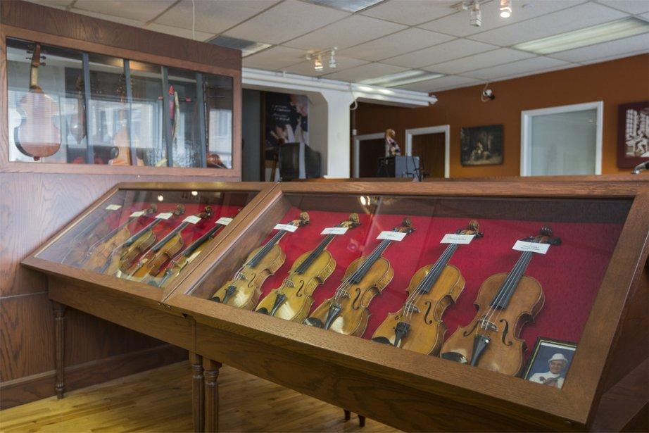 Il faut franchir les étapes du vernissage, du polissage, du montage et du réglage avant qu'un violon puisse chanter, explique le luthier Jules Saint-Michel, selon qui il faut 125 heures de travail pour un violon. | 10 avril 2013