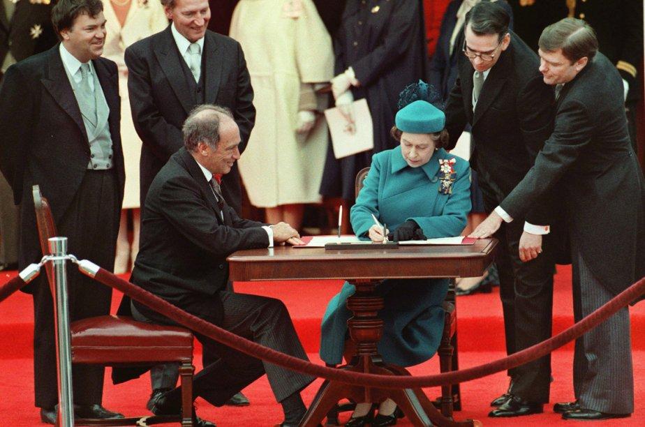 L'ex-premier ministre du Canada, Pierre Elliott Trudeau, et... (Photo archives La Presse Canadienne)
