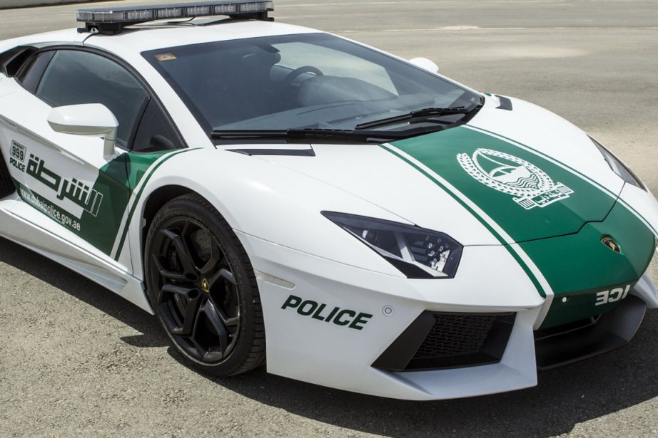 la police de duba va patrouiller en lamborghini insolite. Black Bedroom Furniture Sets. Home Design Ideas