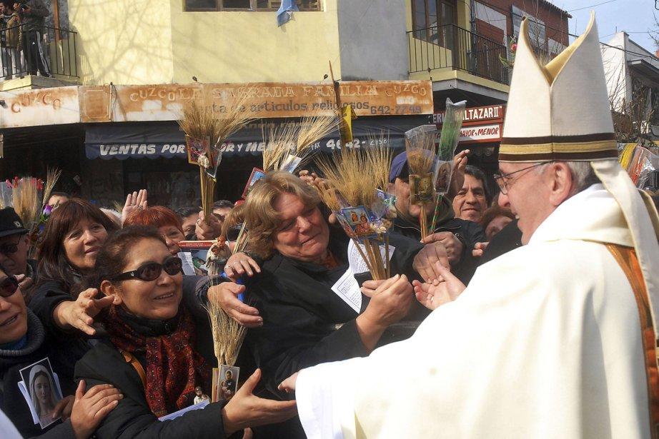Le pape François, alors primat d'Argentine et archevêque... (PHOTO STRINGER, REUTERS)