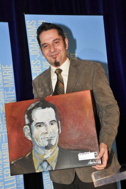 Mario Laplante, serveur banquet au Casino du Lac-Leamy a remporté le prix dans la catégorie Ressources humaines - employé touristique. (Martin Roy, LeDroit)