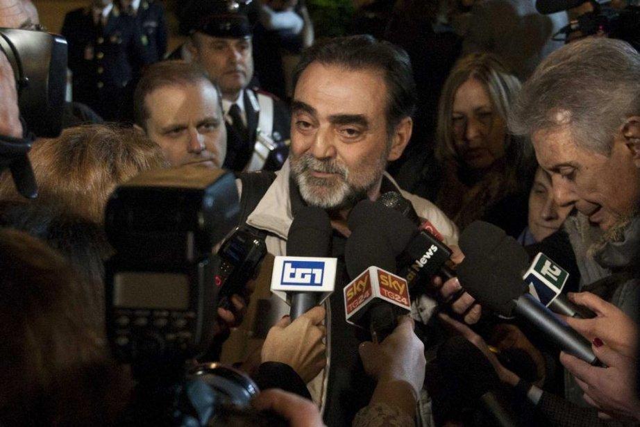 L'envoyé spécial de la télévision publique RAI Amedeo... (Photo Mauro Scrobogna, AP)