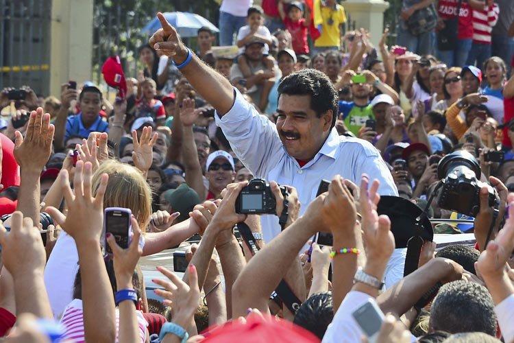 Nicolas Maduro a savouré un bain de foule... (Photo: AFP)
