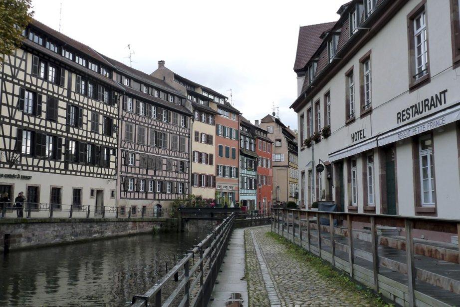 Des maisons à colombages bordent les canaux de Strasbourg. Sur la photo, la Petite France. | 16 avril 2013