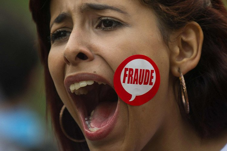 «Fraude!» ou encore «Maduro, tu m'as volé mon... (Photo: AFP)