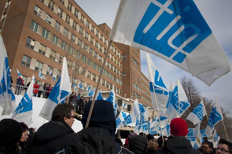 Des membres de la Fédération interprofessionnelle de la... (Photo: André Pichette, La Presse)