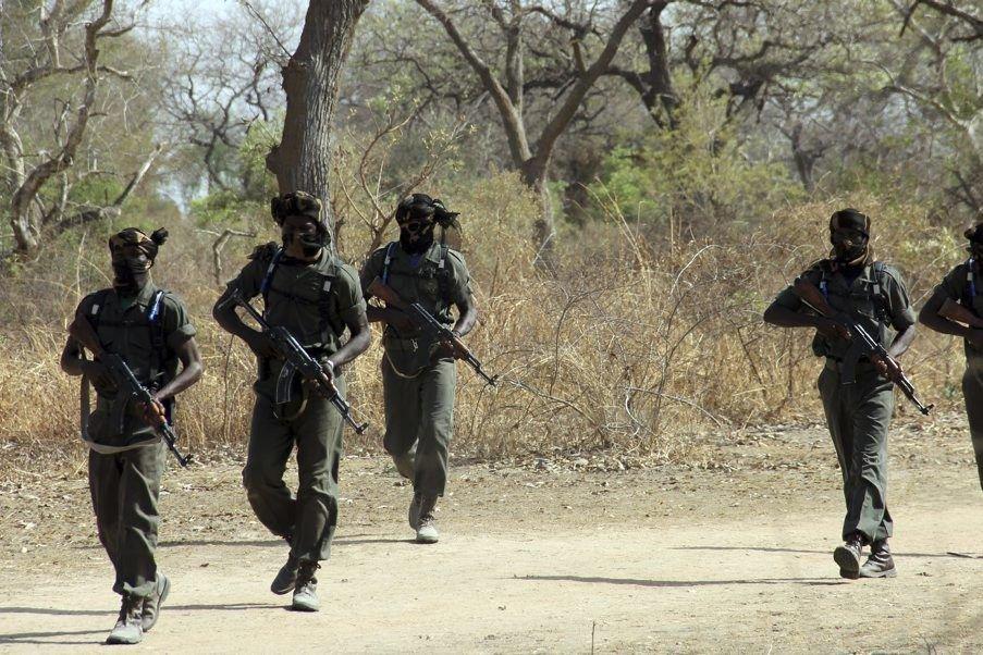 Des soldats s'exercent à N'Djamena, au Tchad.... (PHOTO JEAN LIOU, AFP)