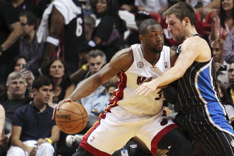 La NBA imposera des amendes de 5000 $US pour une première faute de... (Photo AP)