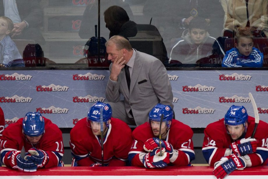 Brendan Gallagher (11), Max Pacioretty (67), Brian Gionta (21), Tomas Plekanec (14) et Michel Therrien avaient la mine basse en troisième période. (PHOTO DAVID BOILY, LA PRESSE)